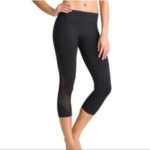 NWOT Athleta Breakthrough Laser Cut Capri. SMALL.